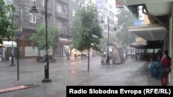 Архива - улица Македонија за време на дожд.