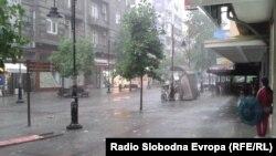 Илустрација - дожд во Скопје.