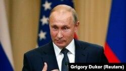Президент России Владимир Путин на пресс-конференции после встречи с президентом США Дональдом Трампом. Хельсинки, 16 июля 2018 года.