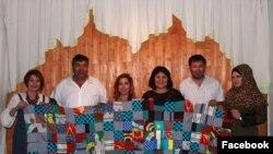Макка Каражанова (третья справа) вместе с представителями казахской диаспоры в Харькове. Фото из социальной сети Facebook.