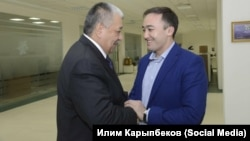 УзМТРК жана КТРК жетекчилери Алишер Хаджаев менен Илим Карыпбеков.