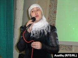 Лина Ганиева җырлый