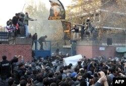 Під час нападу на британське посольство в Ірані, 29 листопада 2011 року