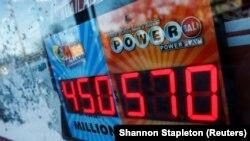 """""""Powerball"""" lotereyasının reklamı, Nyu York"""