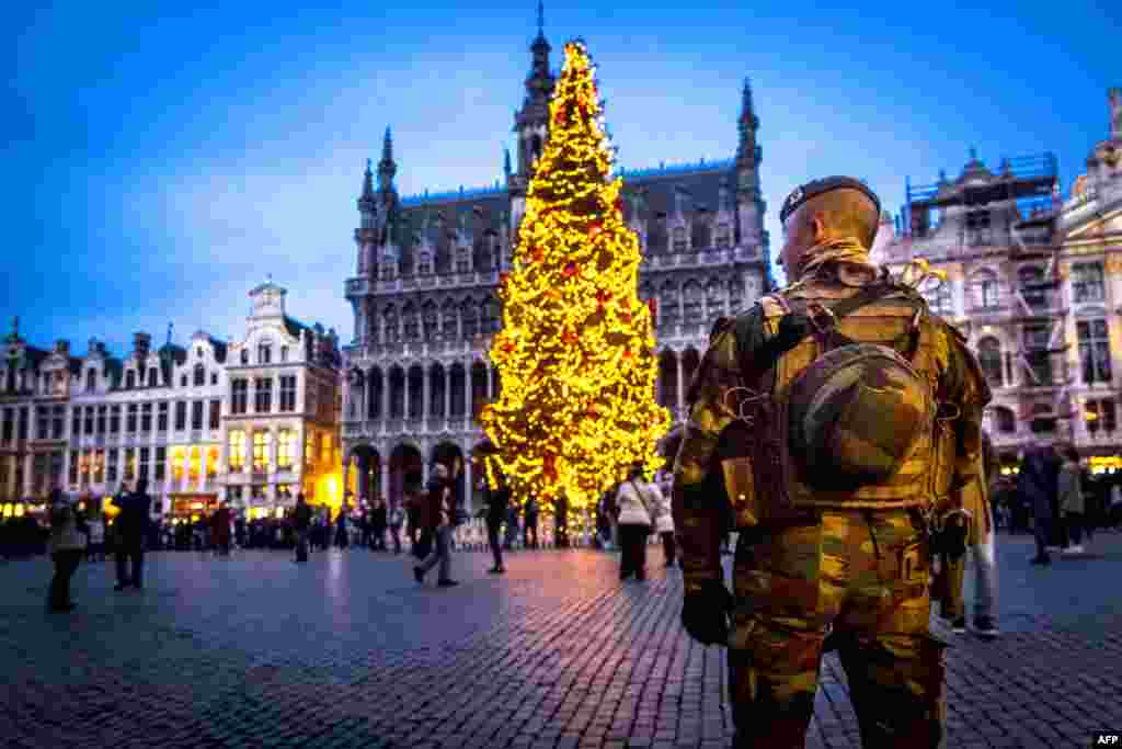 "A Belgian serviceman patrols on the Grand-Place (Groote Markt) on the sidelines of the ""winter wonders"" Christmas market in Brussels. (AFP/Hatim Kaghat)"