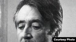 فرخ غفاری، نه تنها يکی از آگاهان سينما، تئاتر و ادبيات ايران بود، بلکه از دانش شايسته ای در ادبيات و هنر فرانسه نيز برخوردار بود.