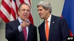 جان کری وزیر خارجهء ایالات متحدهء امریکا با همتای روسی اش سرگی لاوروف
