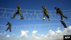 قوات البيشمركه الكردية في تدريب بمعسكر في أربيل