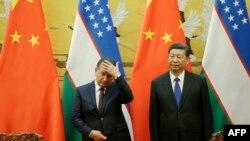 Главы Узбекистана и КНР Шавкат Мирзияев (слева) и Си Цзиньпин. Пекин, май 2017 года.