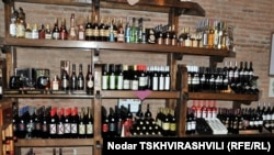 ქართული ღვინოები თბილისის ერთ-ერთ მაღაზიაში