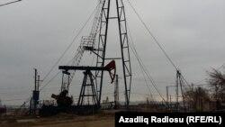 Balaxanının dörd tərəfi Azərbaycanın ən böyük təbii sərvəti olan neft buruqları ilə əhatələnib.