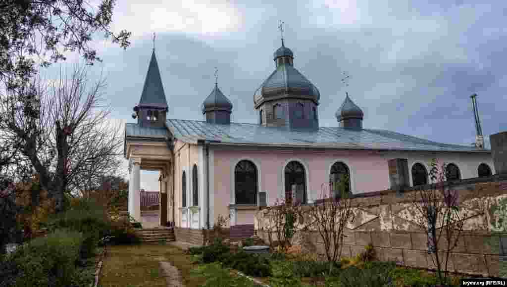 Римско-католический храм Булганака после депортации немцев из Крыма в 1941 году успел побывать клубом. Ныне в нем разместилась православная церковь Рождества Христова