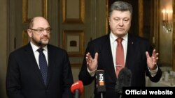 Președintele Ucraine, Petro Poroșenko cu președintele Parlamentului European, Martin Schulz, la Conferința de securitate de la München în februarie 2016