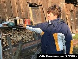Инна Филиппова у своего сарая