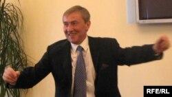 Поки що Черновецький продовжує «танцювати»…
