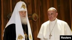 Встреча Папы Римского Франциска (справа) с патриархом Московским и всея Руси Кириллом в Гаване. 12 февраля 2016 года.