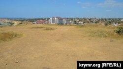 На этой территории скоро начнется строительство элитных апартаментов, которые застройщик называет рекреационным объектом
