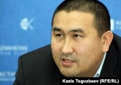 Юрист Республиканской сети независимых наблюдателей Амангельды Шорманбаев. Алматы, 13 января 2012 года.