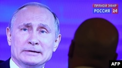 Russian President Vladimir Putin answering questions on TV during the annual Direct Line session on Russian TV channels and radio stations last year.