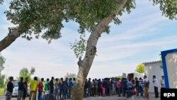Очередь из мигрантов у венгерской границы.