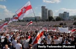 Президент сайлауының ресми қорытындысымен келіспей, Александр Лукашенконың биліктен кетуін талап етіп шеруге шыққан адамдар. Минск, 16 тамыз 2020 жыл.