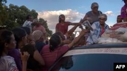 Вэнэсуэльскія ўцекачы атрымліваюць адзеньне ў Бразыліі, 25 лютага 2018 году