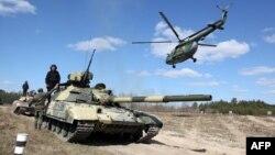 Exerciţii ale forţelor armate ucrainene în regiunea Chernihiv, 2 aprilie 2014