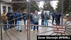 Migranti u izbegličkom kampu u Obrenovcu u blizini Beograda, ilustracija