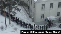 Очередь в пункт сдачи крови для пострадавших на пожаре в ТЦ Кемерово