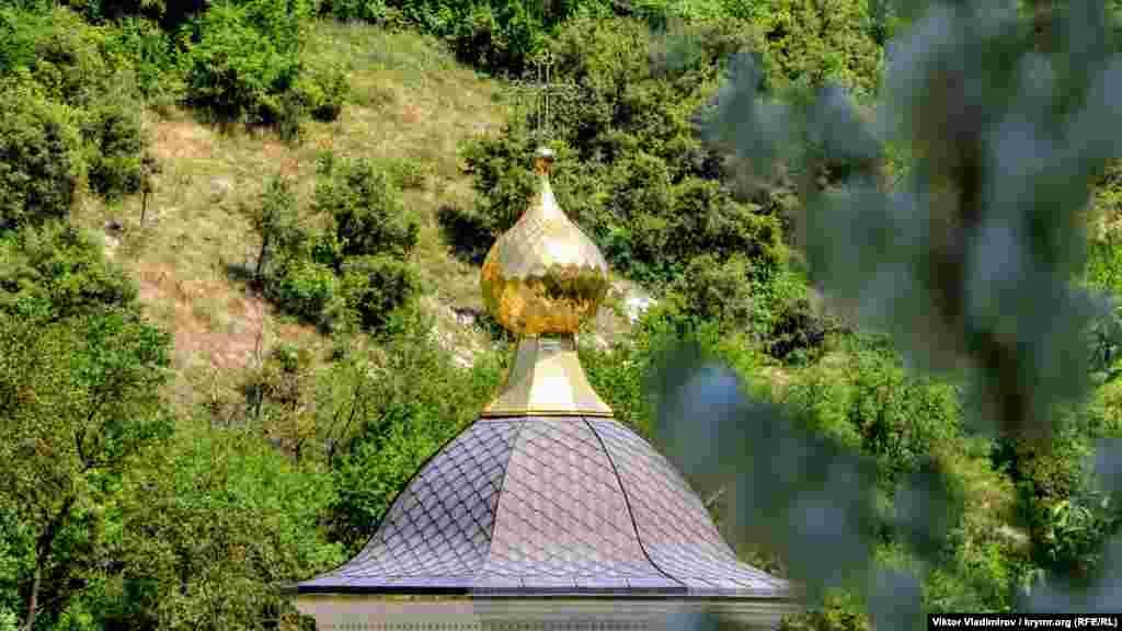 Купол здания. В 1475 году Успенский монастырь был резиденцией Готфских и Кафских митрополитов, которые подчинялись Константинополю