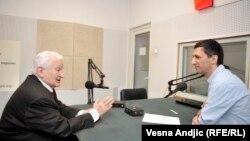 Dragoljub Mićunović u razgovoru sa novinarom RSE Milošem Teodorovićem