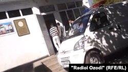 Молданы сотқа әкеле жатыр. Душанбе, 21 қазан 2013 жыл.