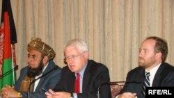 Ооганстандагы шайлоо боюнча даттануу комиссиясынын 3 мүчөсү пресс-конференцияда, Кабул 2-сентябрь, 2009-жыл