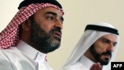 المتحدث بإسم الجيش الإسلامي في العراق أحمد الدباش (يسار)، ورئيس مجلس ثوار الانبار علي حاتم سليمان يتحدثون في مؤتمر صحفي بأربيل