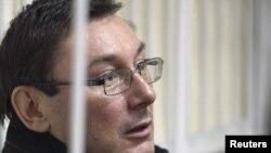 Бывший глава МВД Украины Юрий Луценко в суде, 27 декабря 2010 г