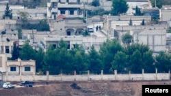 Вооруженные люди в сирийском городе Кобани – вид со стороны Турции