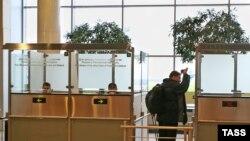 Наталья Морарь и Илья Барабанов третьи сутки находятся в транзитной зоне аэропорта «Домодедово»