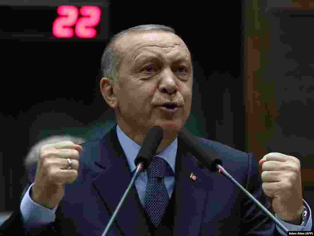 ТУРЦИЈА - Турскиот претседател Реџеп Таип Ердоган ја обвини Европската унија дека се обидува да го собори венецуелскиот претседател Николас Мадуро игнорирајќи ја демократијата, објавија светските новински агенции.