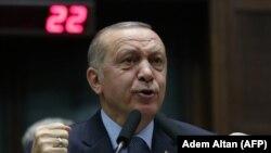 رجب طیب اردوغان رئیس جمهور ترکیه حین سخنرانی در یک اجتماع در انقره
