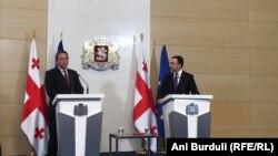 Վրաստանի վարչապետ Իրակլի Ղարիբաշվիլիի և Եվրամիության հանձնակատար Օլիվեր Վարհեիի համատեղ ասուլիսը Թբիլիսիում, 7-ը հուլիսի, 2021թ.