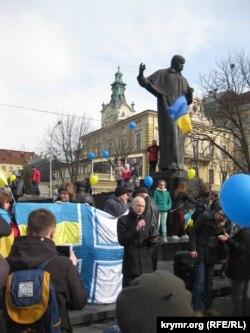 Артем Сохань во время выступления во Львове, посвященном годовщине аннексии Крыма, 2015 год