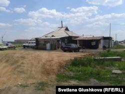 Өндіріс ауылындағы үй. Астана, 24 маусым 2014 жыл. (Көрнекі сурет)