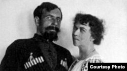 Павел Дыбенко и Александра Коллонтай