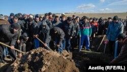 Sahrana Reshata Ametova, krimskog tatara za kojeg se tvrdi da je mučen do smrti tokom demonstracija