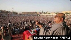 د پښتونخوا ملي عوامي عوامي پارټۍ مشر محمود خان په کوټه کې د خبل ګوند یو غونډې ته وینا کوي