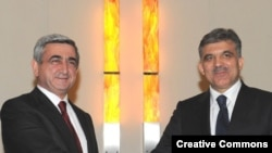 Armenian President Serzh Sarkisian (left) and his Turkish counterpart, Abdullah Gul (file photo)