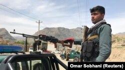 آرشیف، یک پولیس افغان