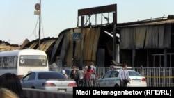 """17 қыркүйектегі өрттен кейінгі """"Барахолка"""" базары. Алматы, 17 қыркүйек 2013 жыл."""