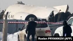 Pjesë e aeroplanit të rrëzuar në Almati të Kazakistanit.
