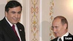 Владимира Путина вспоминали сегодня и в «Ахали Таоба», но по другому поводу – издание сравнивает новоизбранного российского президента с его грузинским коллегой Михаилом Саакашвили